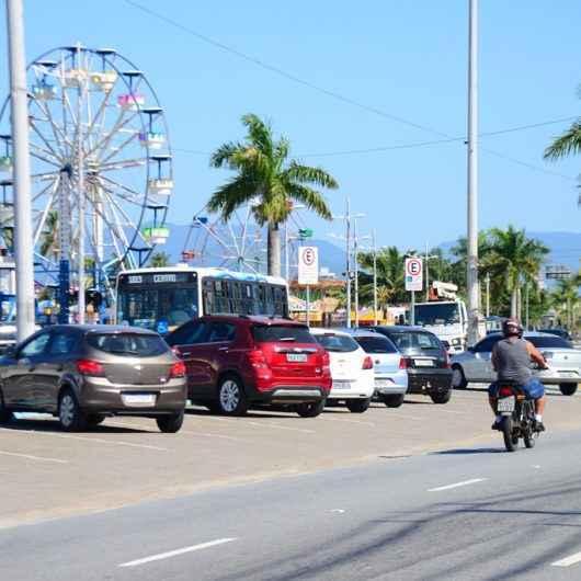 Prefeitura de Caraguatatuba libera estacionamento na Avenida da Praia e linhas de ônibus são retomadas