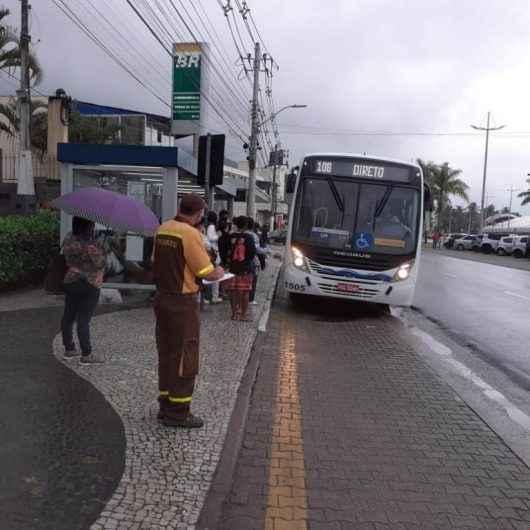 Prefeitura de Caraguatatuba reforça fiscalização na Praiamar e cobra reforço de ônibus em horários de pico