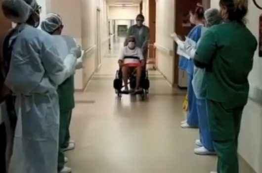 Covid-19: Três pacientes recebem alta do Hospital Regional, entre eles, mãe e filha