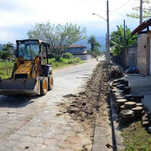 Rua do bairro Jetuba recebe instalação de rede de água da Sabesp