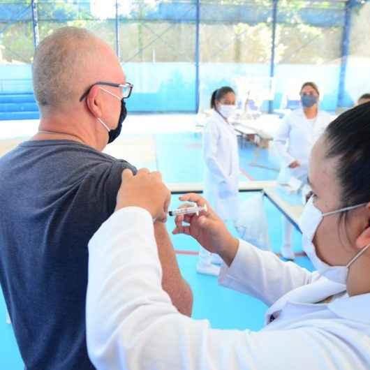 Número de adultos vacinados contra gripe em Caraguatatuba continua baixo e preocupa equipe da Vigilância