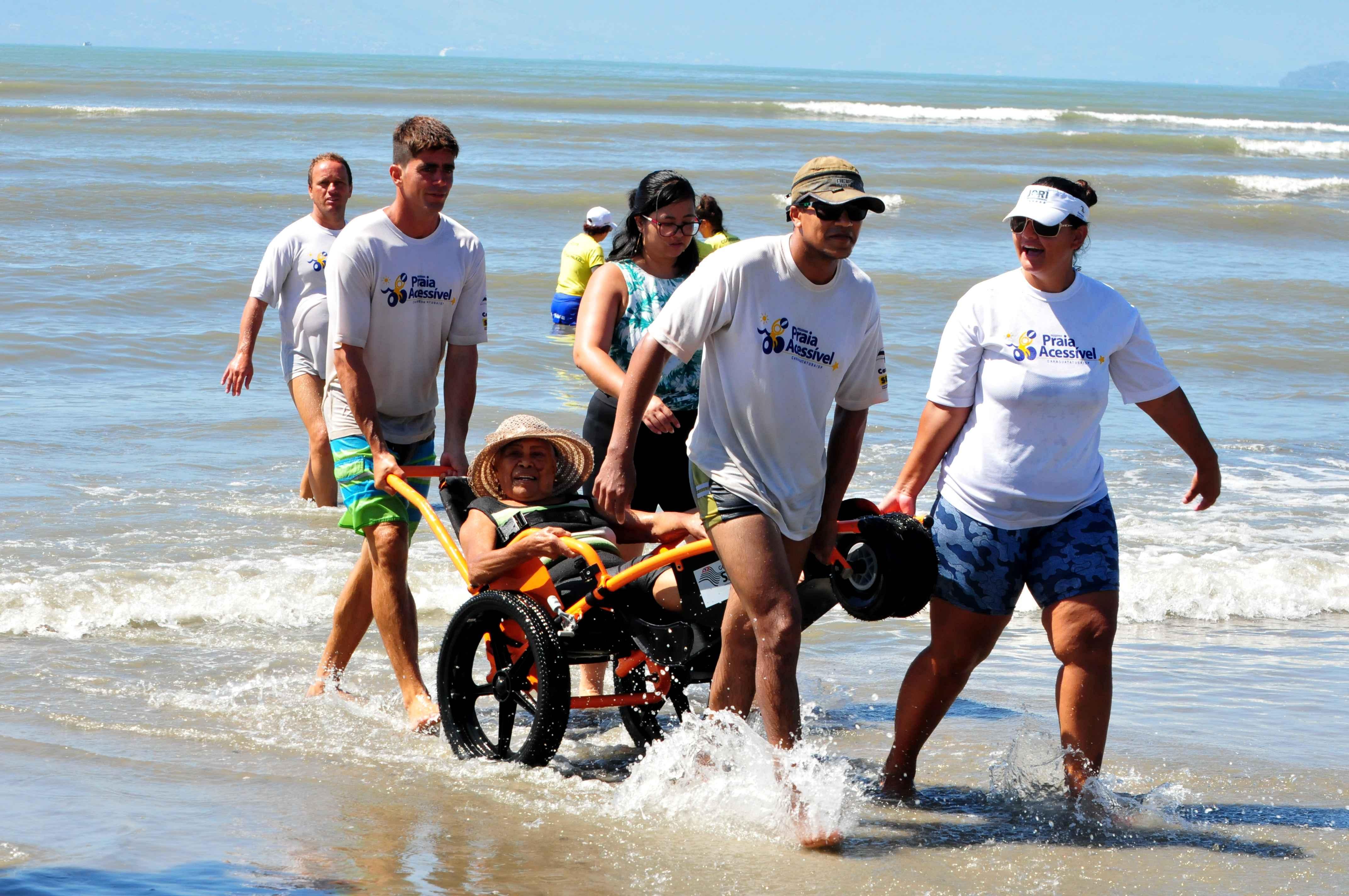 Programa Praia Acessível atenderá em novos locais (Fotos: Cláudio Gomes/PMC e Luís Gava/PMC)
