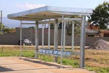 Prefeitura inicia instalação de abrigos de pontos de ônibus na cidade (Fotos: Luis Gava/PMC)
