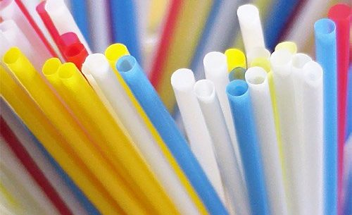Lei que proíbe utilização de canudos plásticos é sancionada e adequações serão em 180 dias
