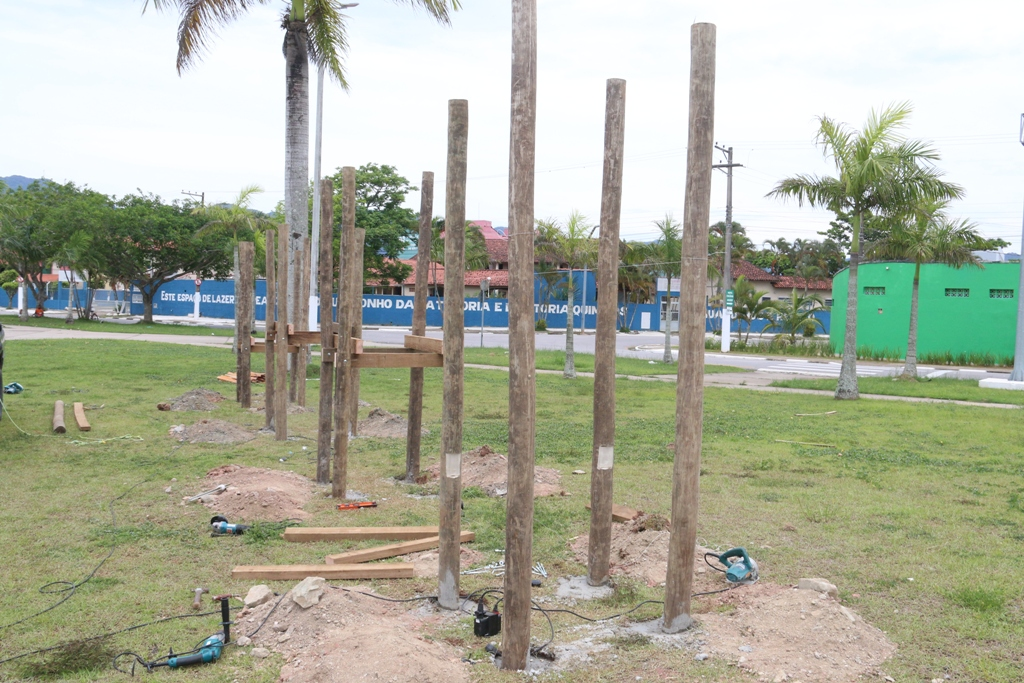 Prefeitura de Caraguatatuba inicia instalação de novos parques infantis