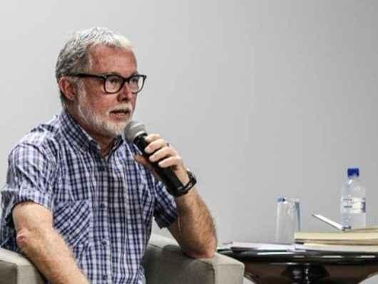 Reynaldo Damazio realiza workshop da 'Oficina de Escrita Criativa' no auditório da Fundacc