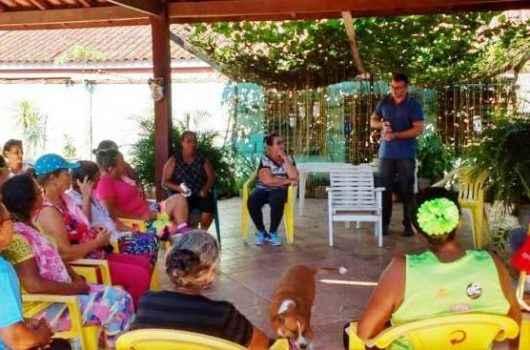 Idosos de Caraguatatuba participam de palestra sobre as práticas de vendas abusivas