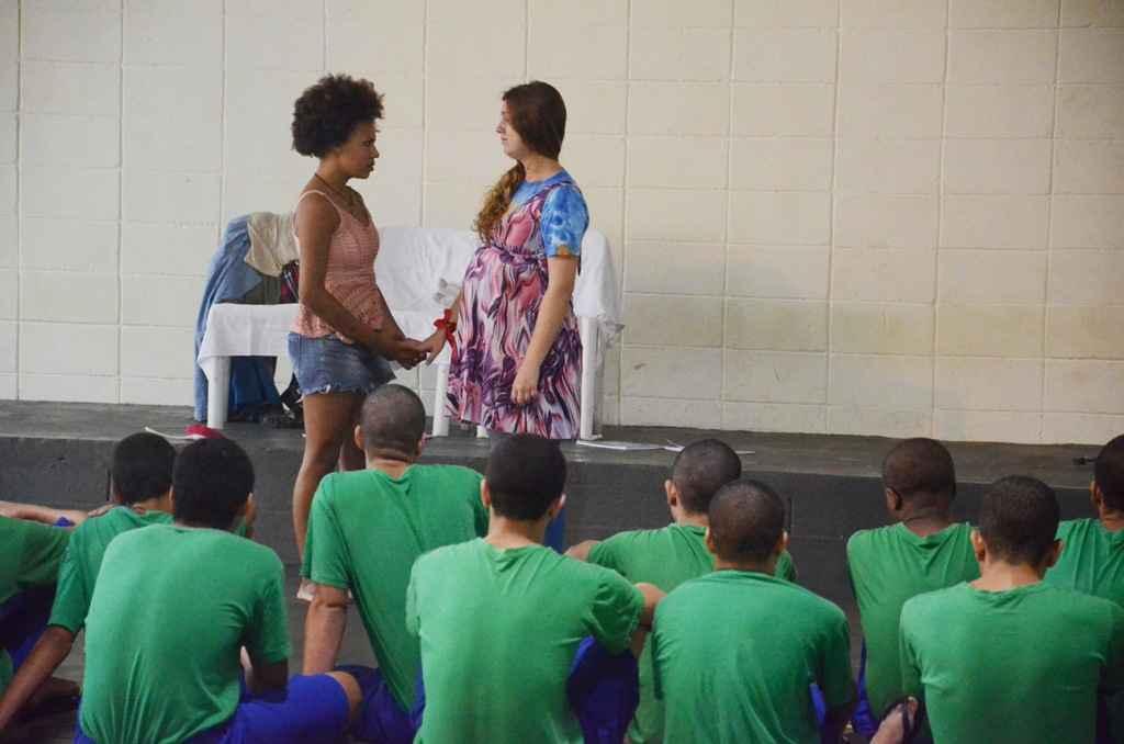 Fundação Casa recebe Coletivo Teatral Saturnália da Fundacc para apresentação especial