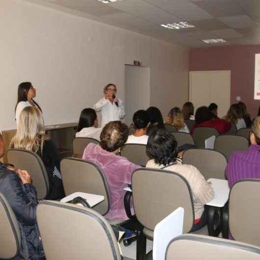 CIAM e Pró-Mulher promovem palestra e atendimento para mulheres vítimas de violência