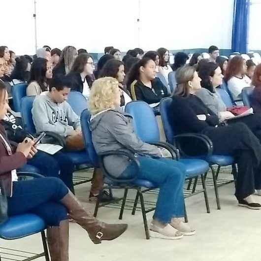 """Projeto """"Eu e o ECA"""" reúne líderes estudantis das escolas municipais da região sul de Caraguatatuba"""