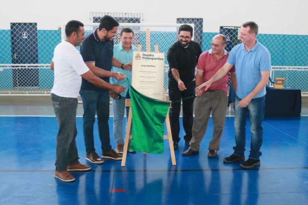 Prefeitura entrega a reforma da quadra Jorge Burihan, na Olaria