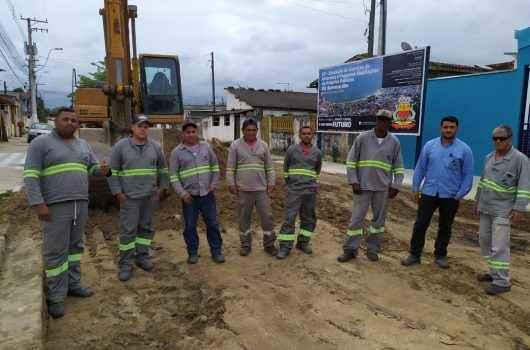 Obras de repavimentação e drenagem são executadas no Barranco Alto