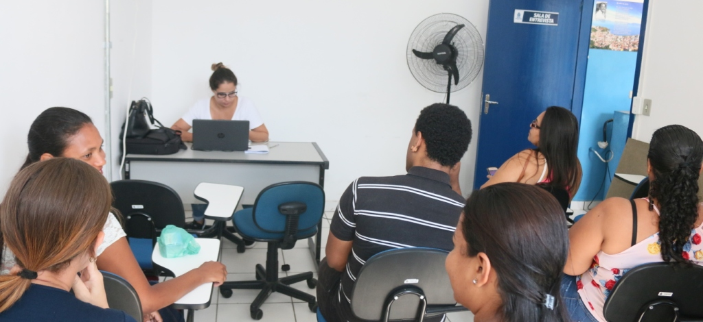 Selecionados no II Mutirão do Emprego passam por exame admissional no PAT de Caraguatatuba