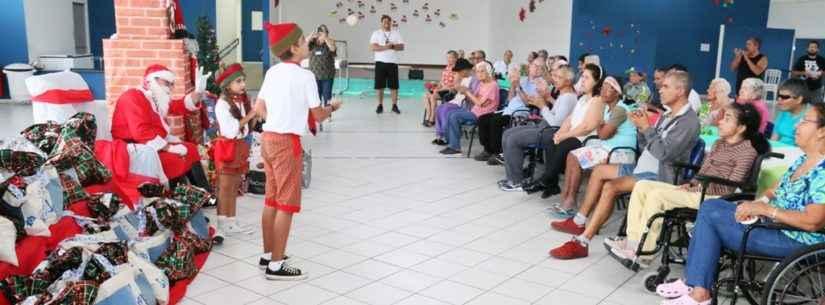 Chegada do Papai Noel marca festa de confraternização dos idosos do Ciapi
