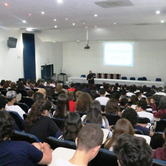 Prefeitura esclarece sobre Coleta Seletiva aos alunos do Colégio Anglo Módulo de Caraguatatuba