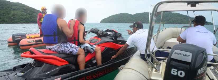 Prefeitura de Caraguatatuba e Marinha notificam 12 embarcações e apreendem uma em fiscalização nas praias