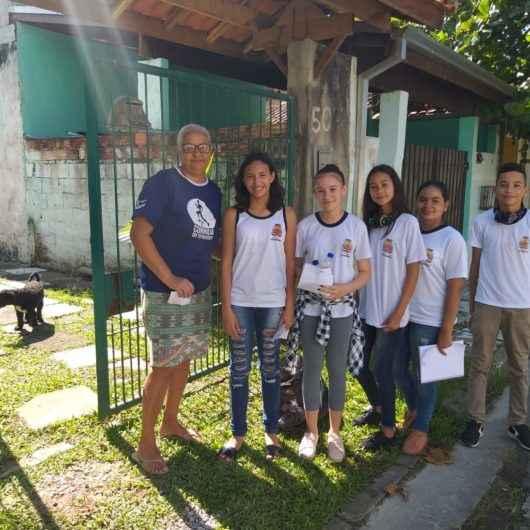 Combate à dengue: unidade escolar de Caraguatatuba realiza ações nos bairros Casa Branca e Olaria