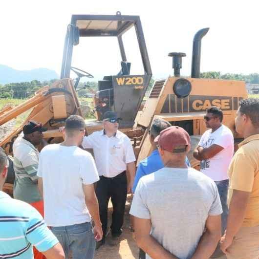 Alunos iniciam curso de Operador de Pá Carregadeira oferecido pelo Fundo Social de Caraguatatuba