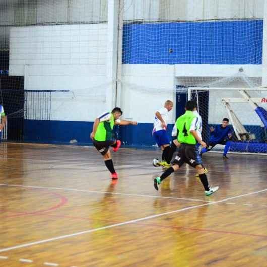 Times se classificam para as oitavas de final do Torneio de Futsal de Aniversário