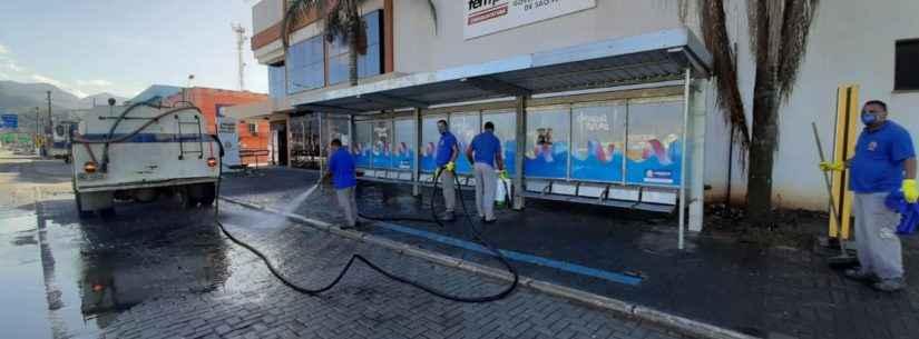 Prefeitura de Caraguatatuba promove higienização em abrigos de ônibus