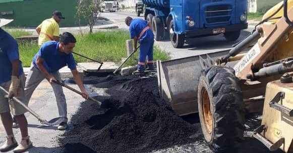 Prefeitura realiza Operação Tapa-Buracos no bairro do Tinga