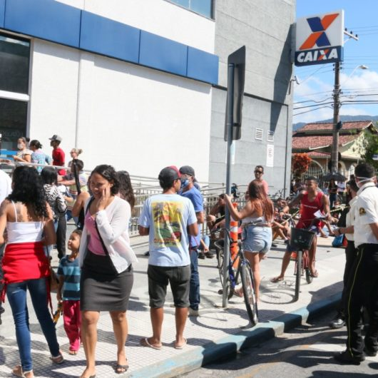 Prefeitura de Caraguatatuba auxilia CEF em medidas para organizar filas
