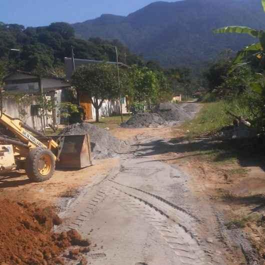 Prefeitura realiza manutenção em tubos de drenagem no Jetuba