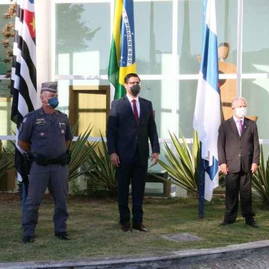 Cerimônia online de hasteamento dos pavilhões marca solenidade cívica dos 163 anos de Caraguatatuba