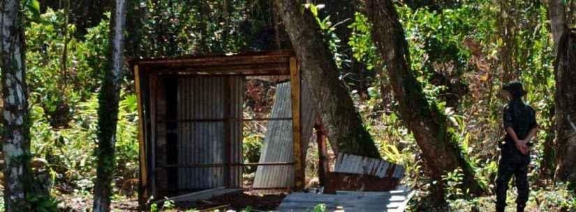 Prefeitura de Caraguatatuba e Polícia Ambiental desmancham barraco em área pública no Golfinhos