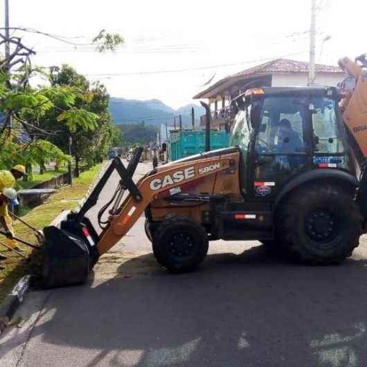 Bairros de Norte a Sul de Caraguatatuba recebem serviços de manutenção da Sesep