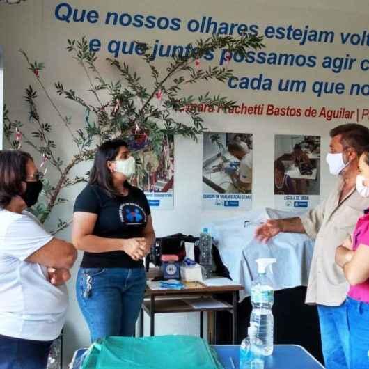 """Grupo de voluntariado """"Caraguá sem Fome"""" doa cestas básicas ao Fundo Social de Caraguatatuba"""
