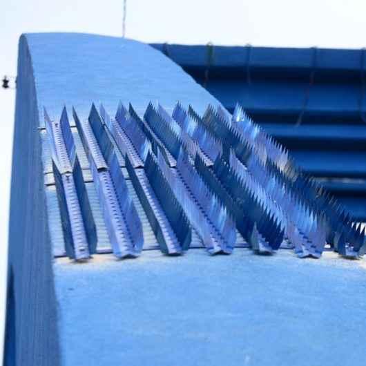 Prefeitura de Caraguatatuba inicia instalação de lanças na Ponte do Porto Novo