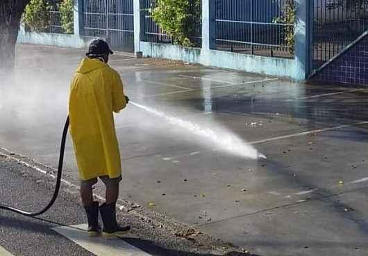 Prefeitura reforça higienização em combate ao Covid-19 no bairro Massaguaçu