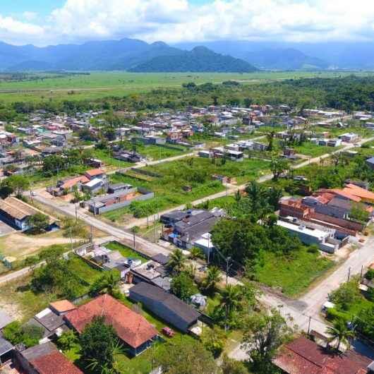Prefeitura de Caraguatatuba leva energia elétrica para moradores do Loteamento Rio Marinas