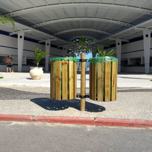 Prefeitura de Caraguatatuba instala novas lixeiras nas orlas da praias