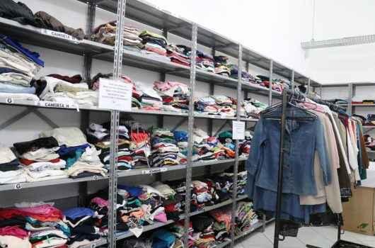 Fundo Social repassa 6 mil peças de roupas e 12 toneladas de alimentos às famílias em vulnerabilidade social