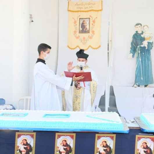 Fiéis participam da carreata em celebração a Santo Antônio, Padroeiro de Caraguatatuba