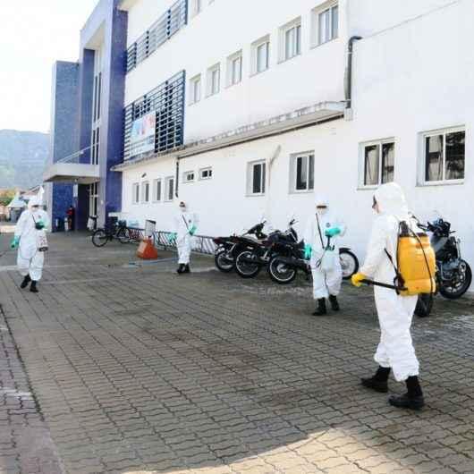 Exército realiza trabalho de higienização em Caraguatatuba