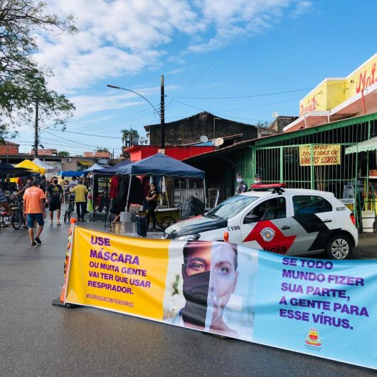 Prefeitura de Caraguatatuba orienta ambulantes e frequentadores na Feira do Rolo