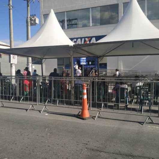 Iniciativas da Prefeitura reduzem filas e levam conforto a usuários da CEF