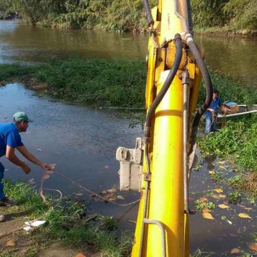 Prefeitura realiza limpeza do Rio Juqueriquerê
