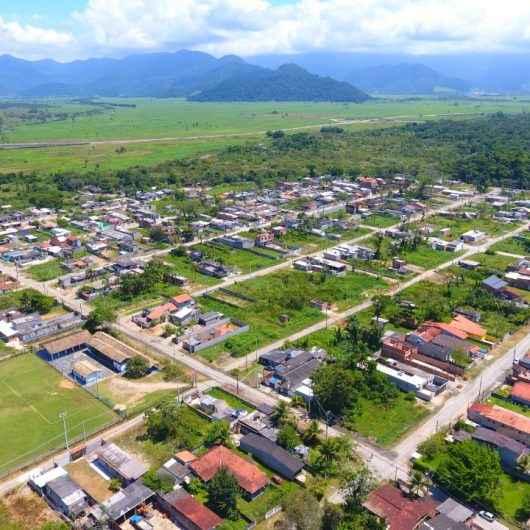 Prefeitura de Caraguatatuba cadastra moradores do Rio Marinas para instalação de luz e água