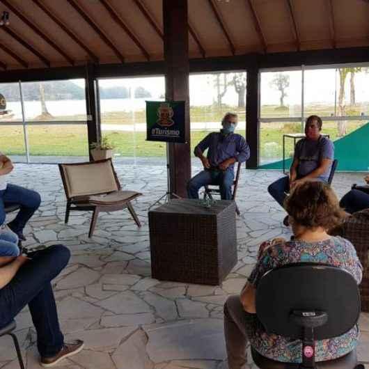 Prefeitura de Caraguatatuba recebe sugestões do Comtur para revisão do Plano Diretor de Turismo