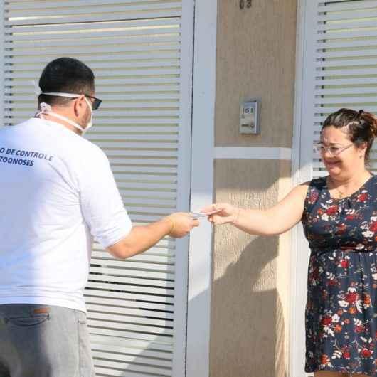 Técnicos do CCZ fazem visita de casa em casa no Poiares para orientar o combate à dengue