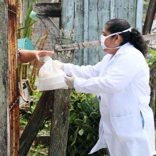 Prefeitura de Caraguatatuba já entregou cerca de 2,2 mil kits refeição para idosos e pessoas com deficiência em suas casas