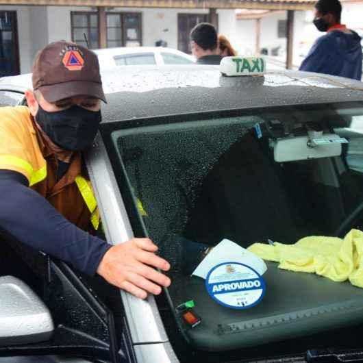 Prefeitura realiza vistoria em táxis de Caraguatatuba