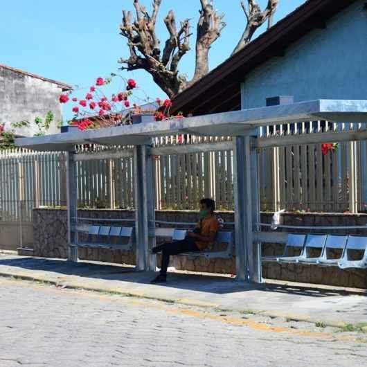Caraguatatuba recebe 83 novos pontos de ônibus e mais 36 serão instalados