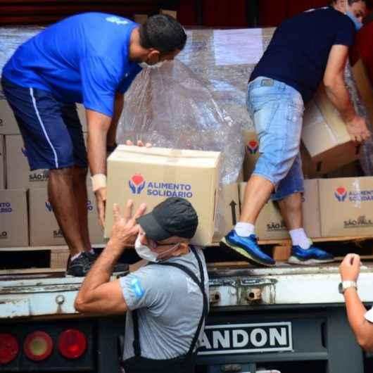 """Caraguatatuba começa a distribuir cestas do 2º lote do Programa """"Alimento Solidário"""""""
