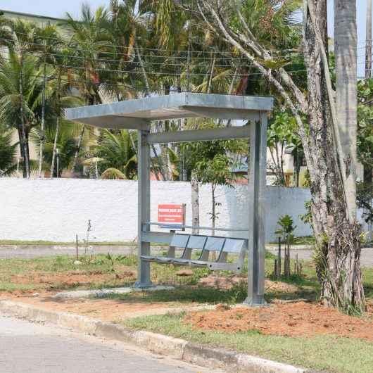 Prefeitura entrega mais seis abrigos de ônibus e três estão na fase montagem