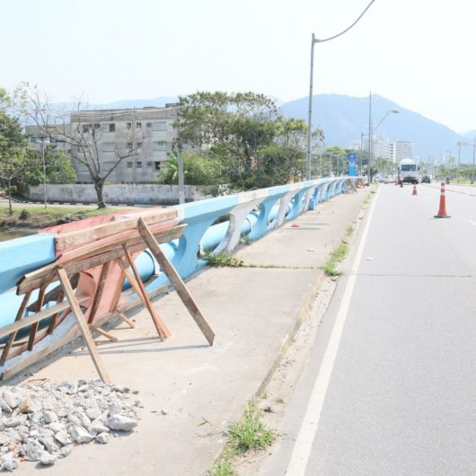 Prefeitura de Caraguatatuba revitaliza ponte sobre Rio Santo Antônio